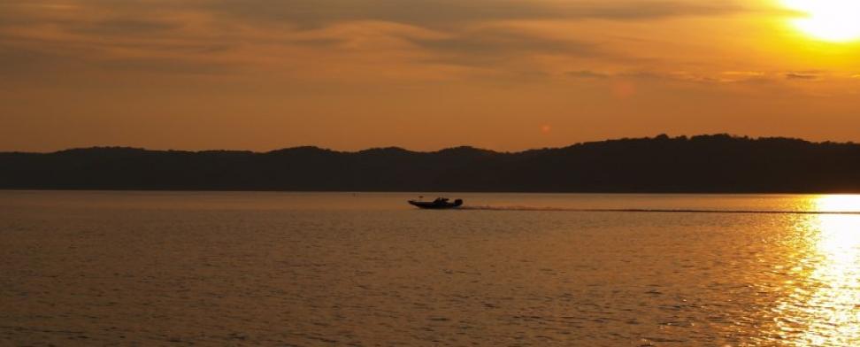 boat_on_lake